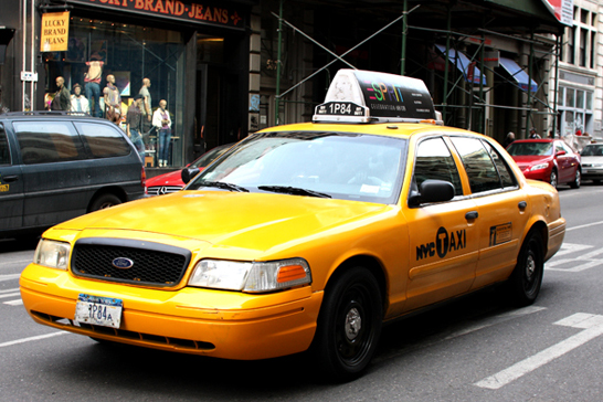 A briga por 1 táxi em Nova Iorque  vídeo mostra 2