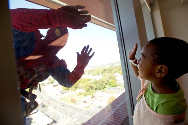 homem-aranha-limpa-vidros